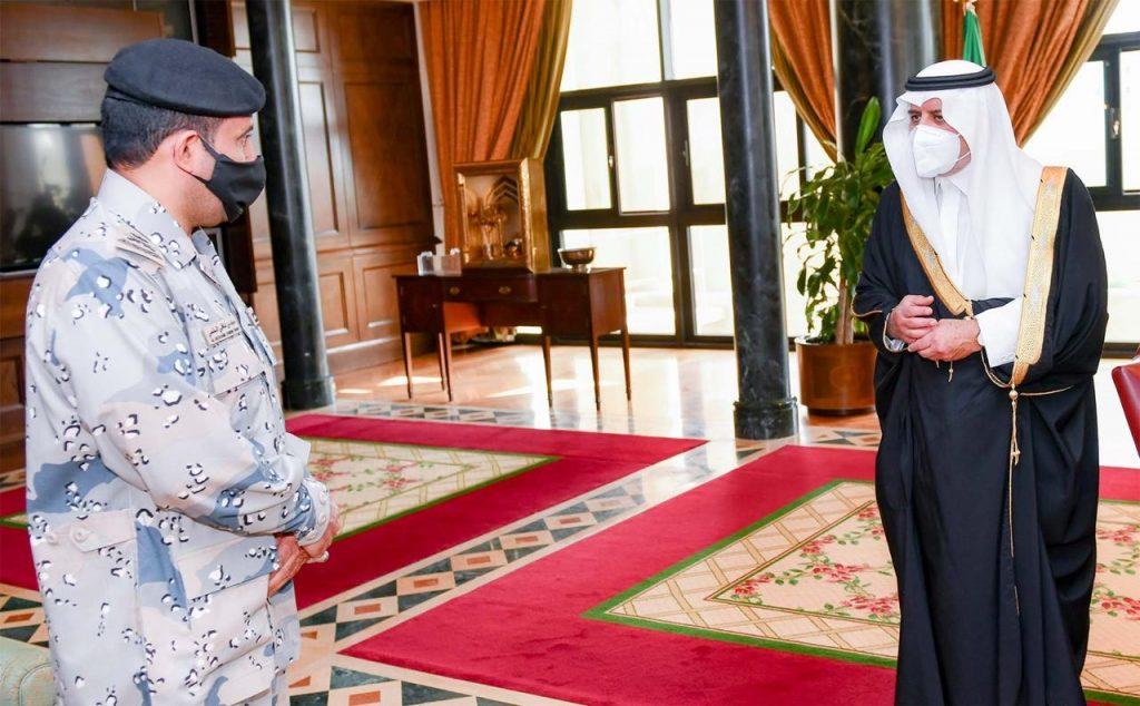 أمير تبوك يستقبل قائد حرس الحدود بالمنطقة