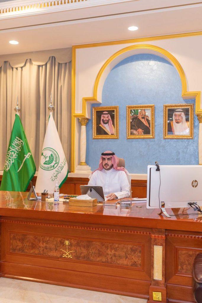 أمير الجوف يطلع على استعدادات وخطط الجهات الأمنية لرمضان المبارك