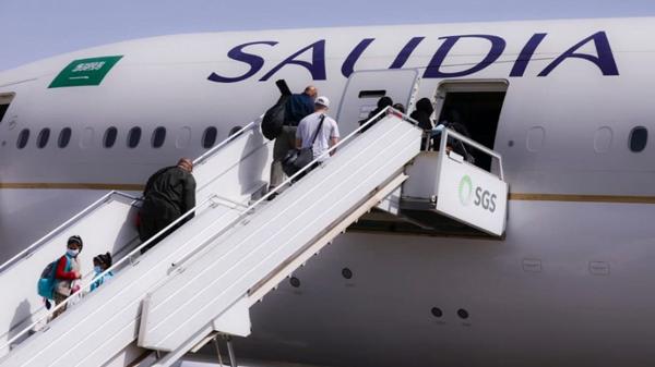 """""""جهزتوا الشنط؟"""".. الأسئلة تتقاطر على الخطوط السعودية"""