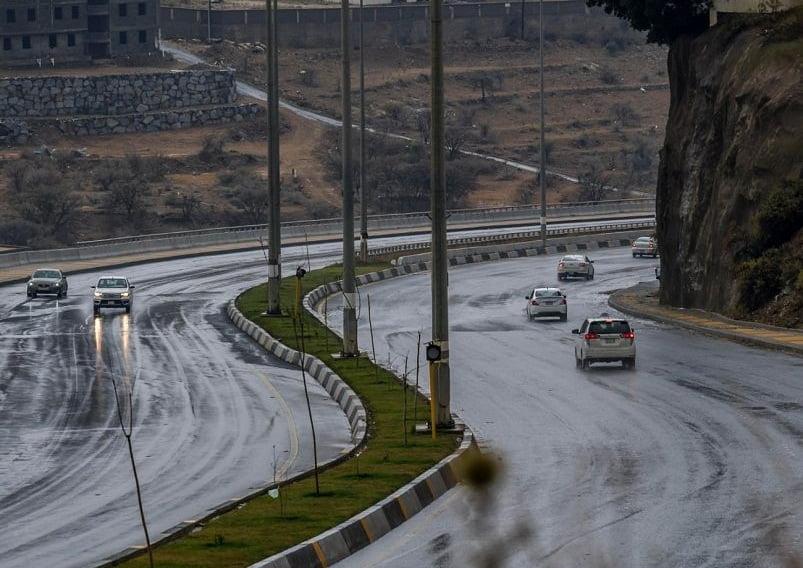 استمرار هطول أمطار رعدية مصحوبة بزخات من البرد على 4 مناطق