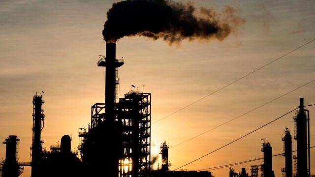 """ارتفاع أسعار النفط 2% بعد تخفيف إجراءات """"كورونا"""" في بعض الولايات الأمريكية"""