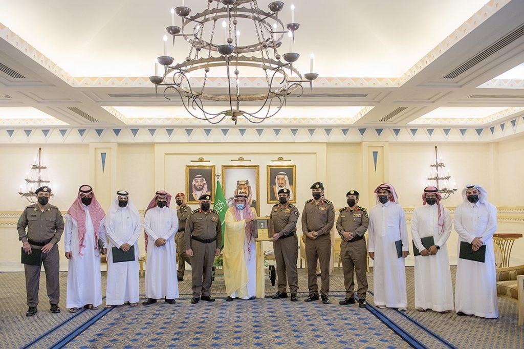 أمير القصيم يكرم الفريق الأمني المشارك في القبض على عدد من الجناة في جرائم مختلفة