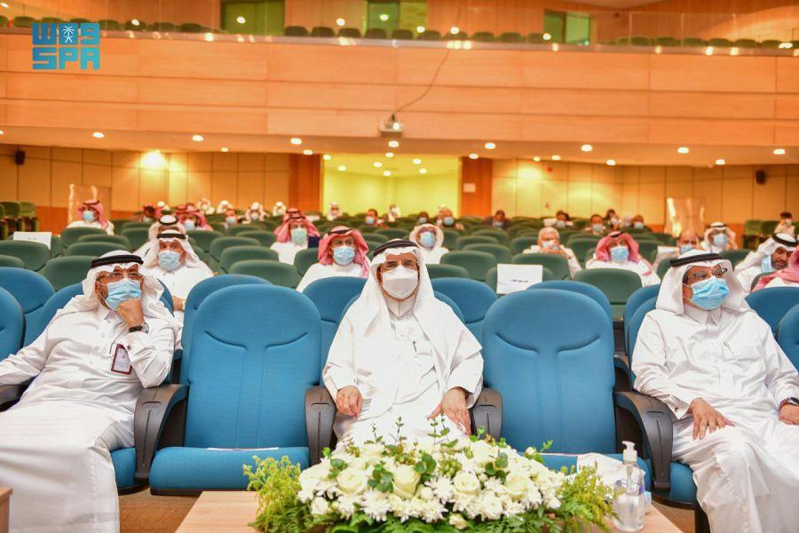 رئيس جامعة الباحة يرعى اللقاء الأول لخريجي وخريجات كلية الطب