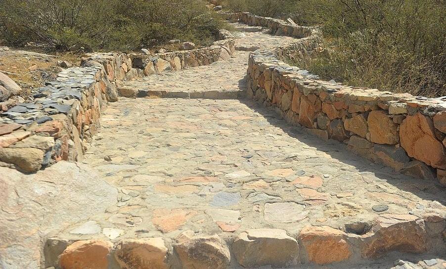 """درب """"الجمالة"""" الحجري .. طريق قديم اختصر المسافة بين مكة المكرمة والطائف"""