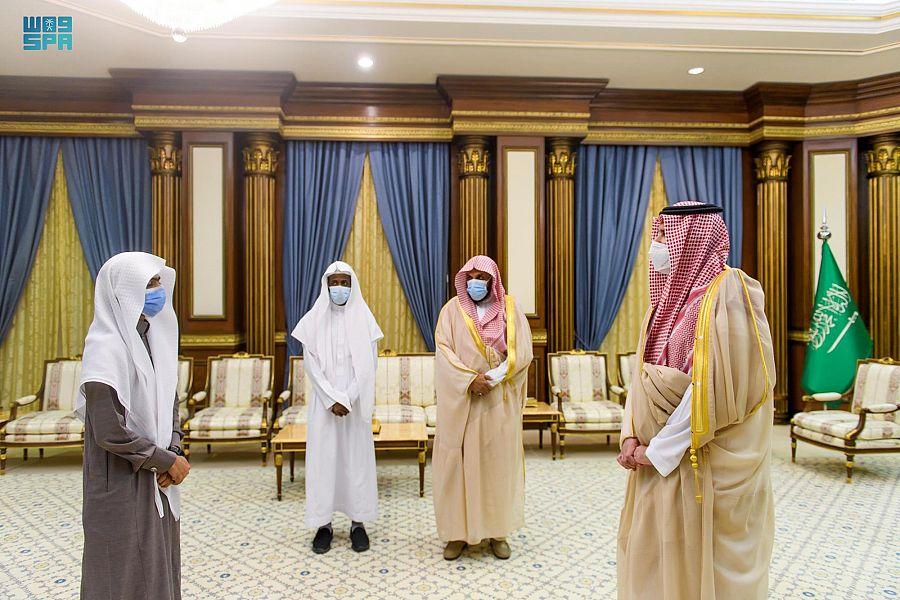 أمير المدينة يكرم الفائزين بمسابقة الملك سلمان لحفظ وتلاوة القرآن
