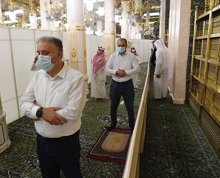 الوزير المشرف العام على الإعلام الرسمي الفلسطيني يزور المسجد النبوي
