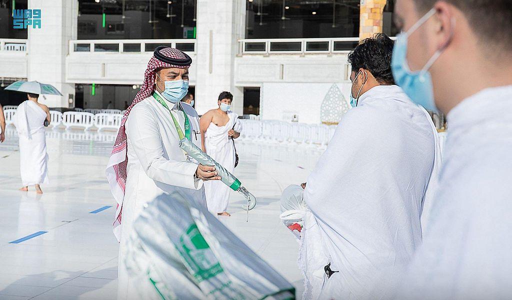 """خدمات متميزة لقاصدي بيت الله الحرام ضمن حملة """"خدمة معتمرينا شرف لمنسوبينا 5"""""""