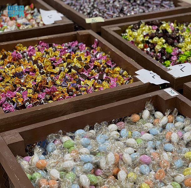 حراك اقتصادي لافت بأسواق الحلويات والمكسرات في رفحاء مع قرب حلول عيد الفطر