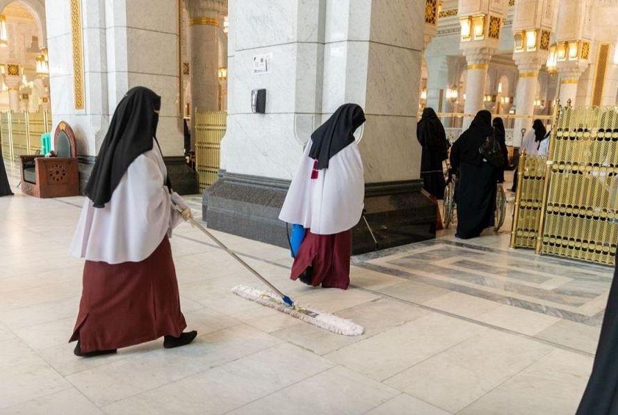 تعقيم المصليات النسائية (٨٥) مرة ليلة ختم القرآن الكريم