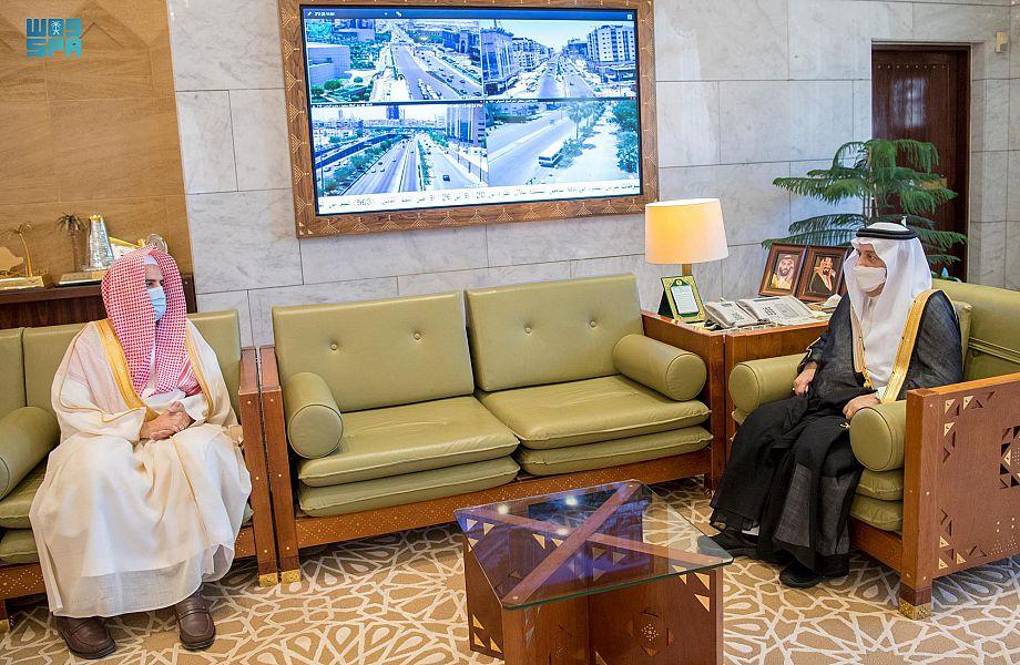 أمير الرياض يستقبل رئيس المحكمة العامة في المنطقة
