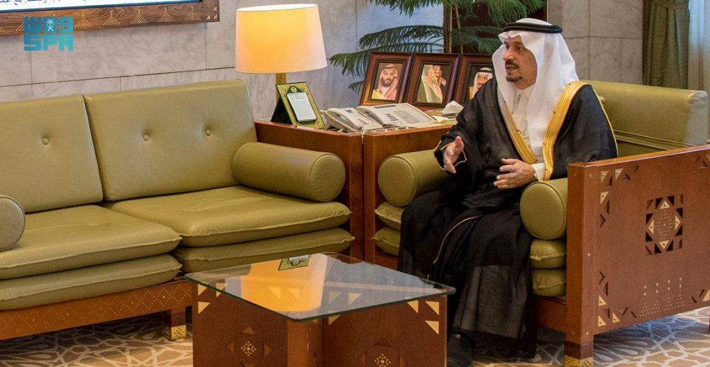 أمير الرياض يستقبل منسوبي الإمارة المهنئين بعيد الفطر