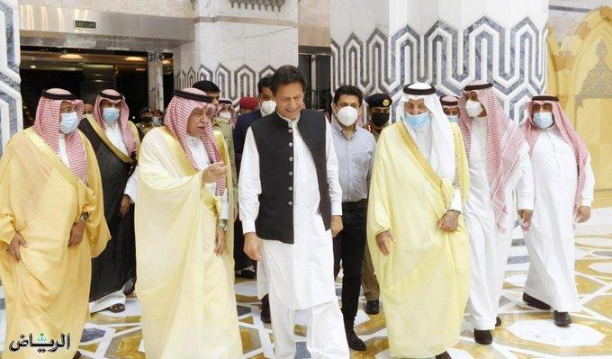 رئيس وزراء باكستان يغادر جدة