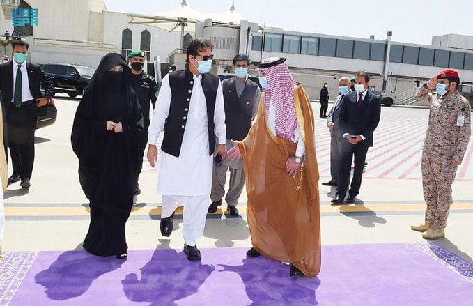 رئيس الوزراء الباكستاني يغادر جدة متوجهًا إلى المدينة المنورة