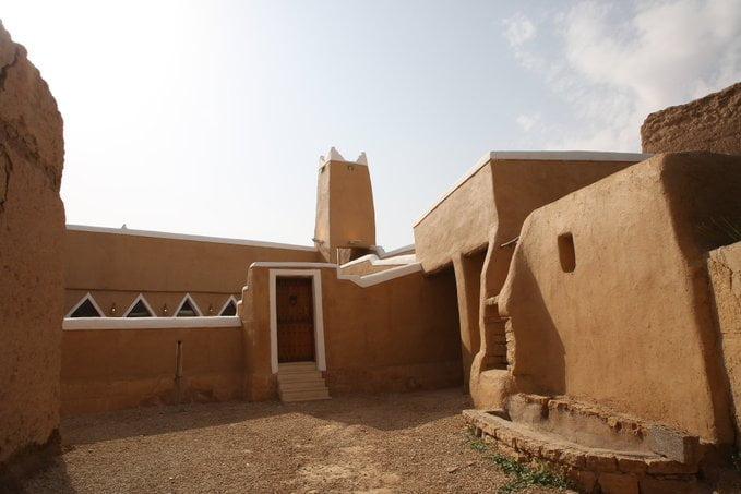 من مشروع الأمير محمد بن سلمان لتطوير المساجد التاريخية في المملكة.. مسجد الزرقاء بثرمداء