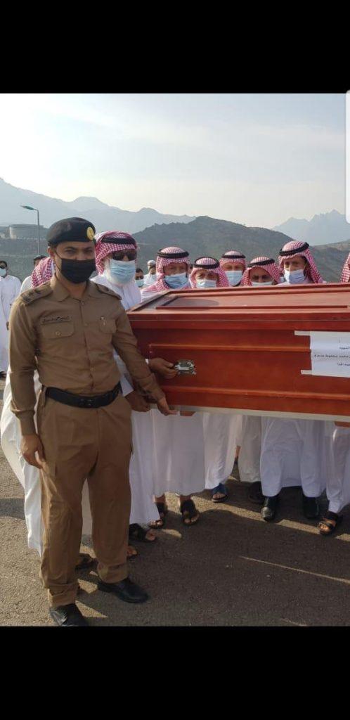 محافظ محايل يتقدم المصلين على الشهيد أحمد بن محمد محفوظ عسيري