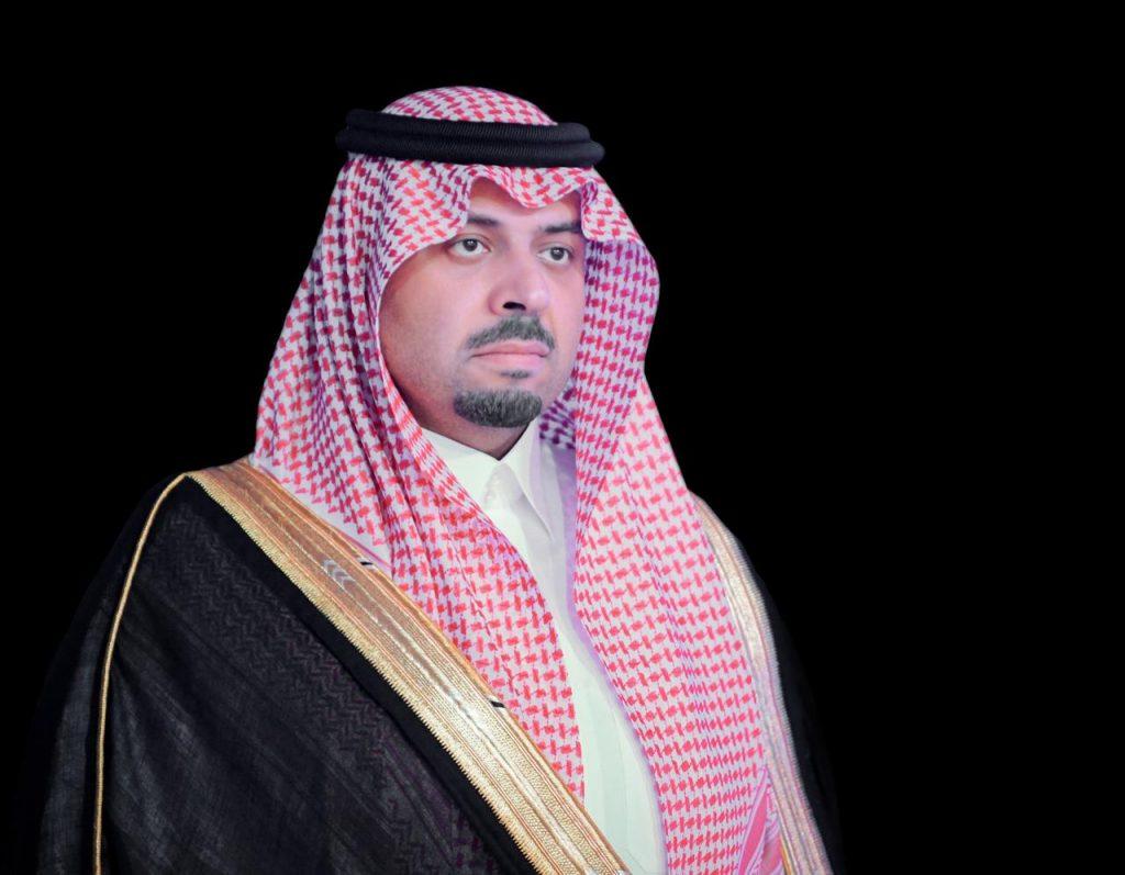 أمير الحدود الشمالية يعزي القاضي محمد الرويلي في وفاة والده