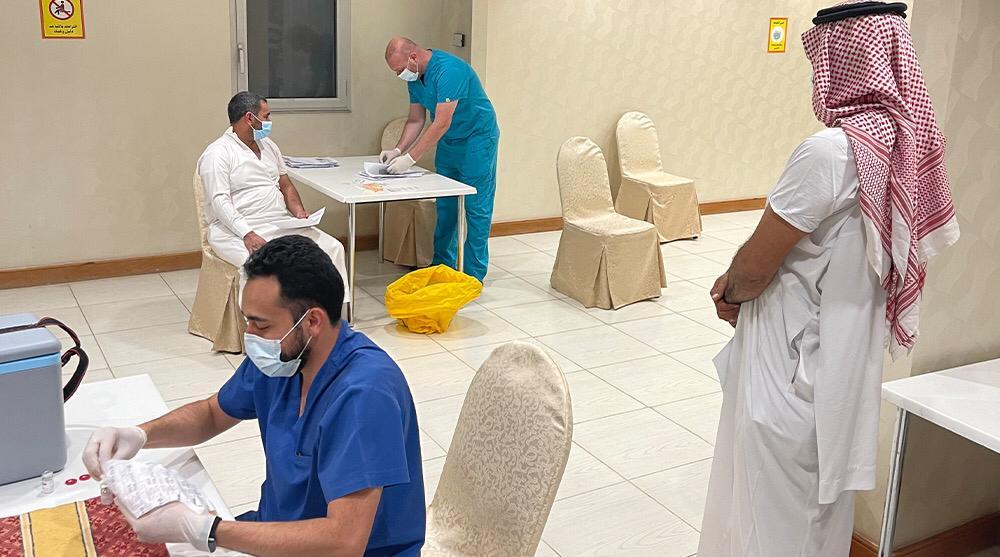 مجمع الملك فهد لطباعة المصحف الشريف ينفذ حملة تطعيم لمنسوبيه ضد فايروس كورونا