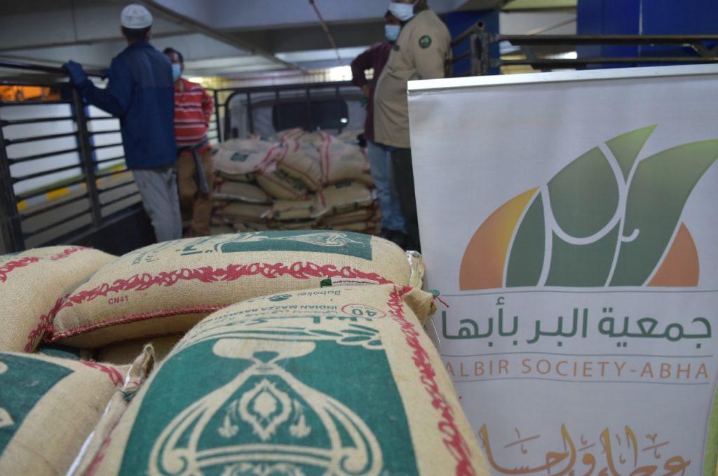 جمعية البر بأبها نفذت مشروع زكاة الفطر لهذا العام بأكثر من ٢٧٧ طن