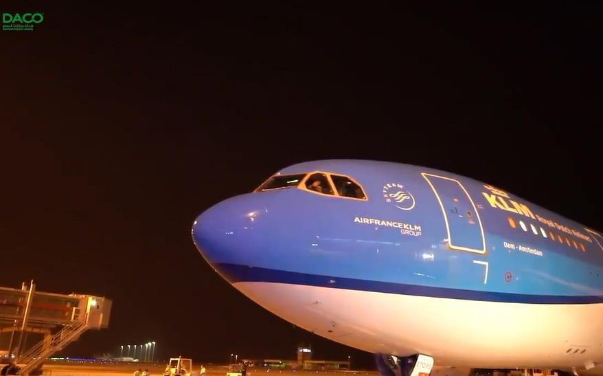 فيديو.. لحظة انطلاق أول رحلة دولية بعد رفع حظر السفر من مطار الدمام