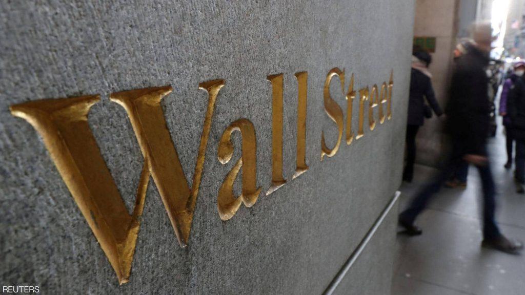 وول ستريت تهبط مع توقعات برفع أسعار الفائدة في 2023