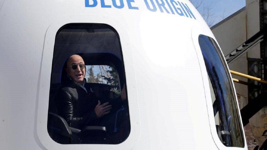 """رجل يدفع 28 مليون دولار للسفر إلى الفضاء بصحبة """"جيف بيزوس""""!"""