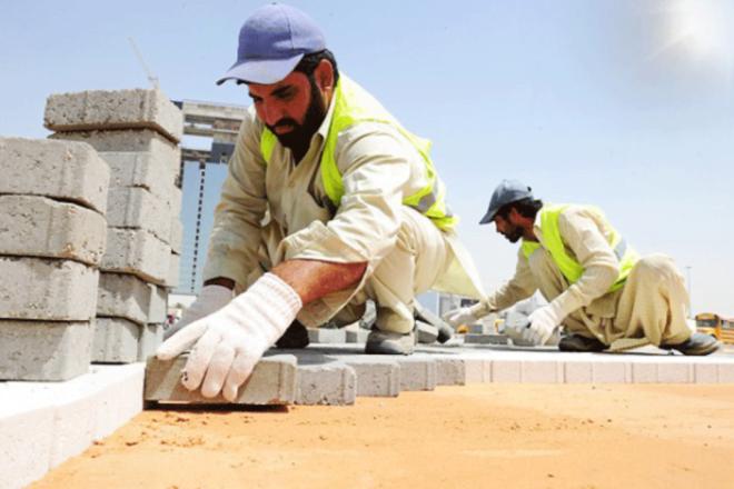 """""""الموارد البشرية"""" تعلن بدء تطبيق قرار حظر العمل تحت أشعة الشمس 15 يونيو الجاري"""