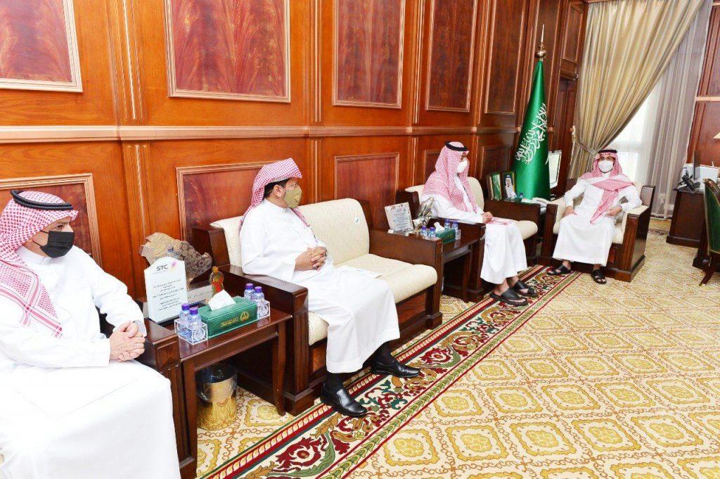 نائب أمير حائل يرعى مبادرة توظيف وتحسين الوضع الوظيفي لعدد من شباب وفتيات المنطقة