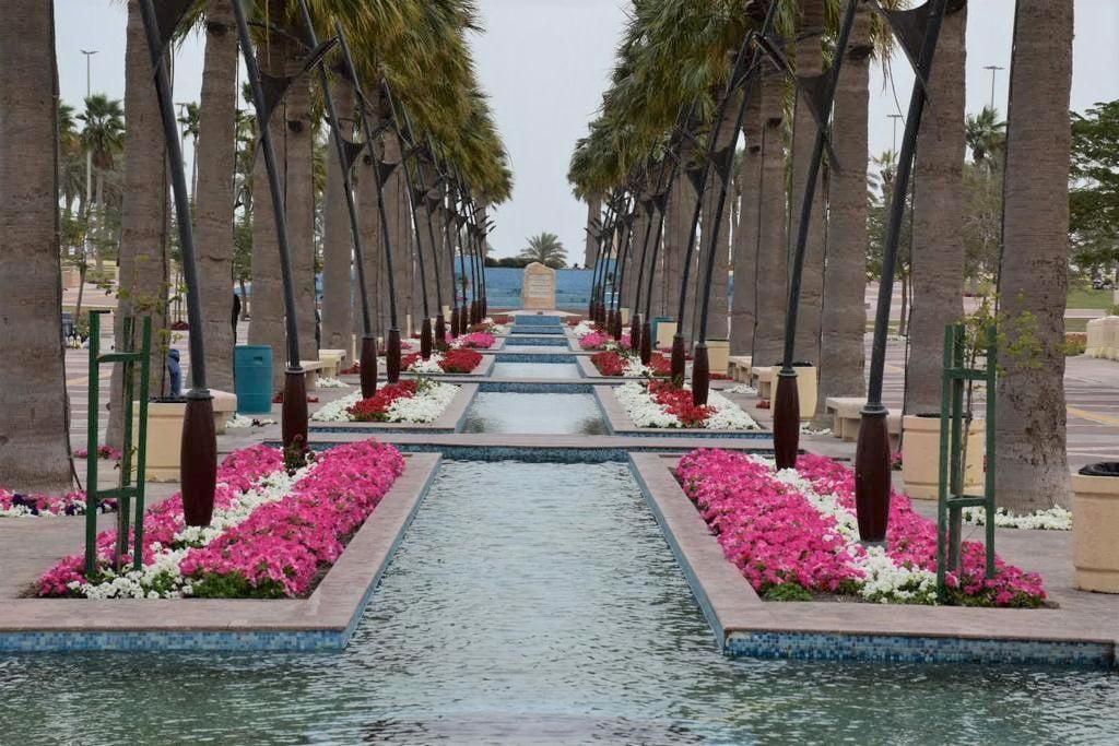 منتزه الأمير فيصل بن فهد في الخبر معلم حضاري يجذب زوار المنطقة