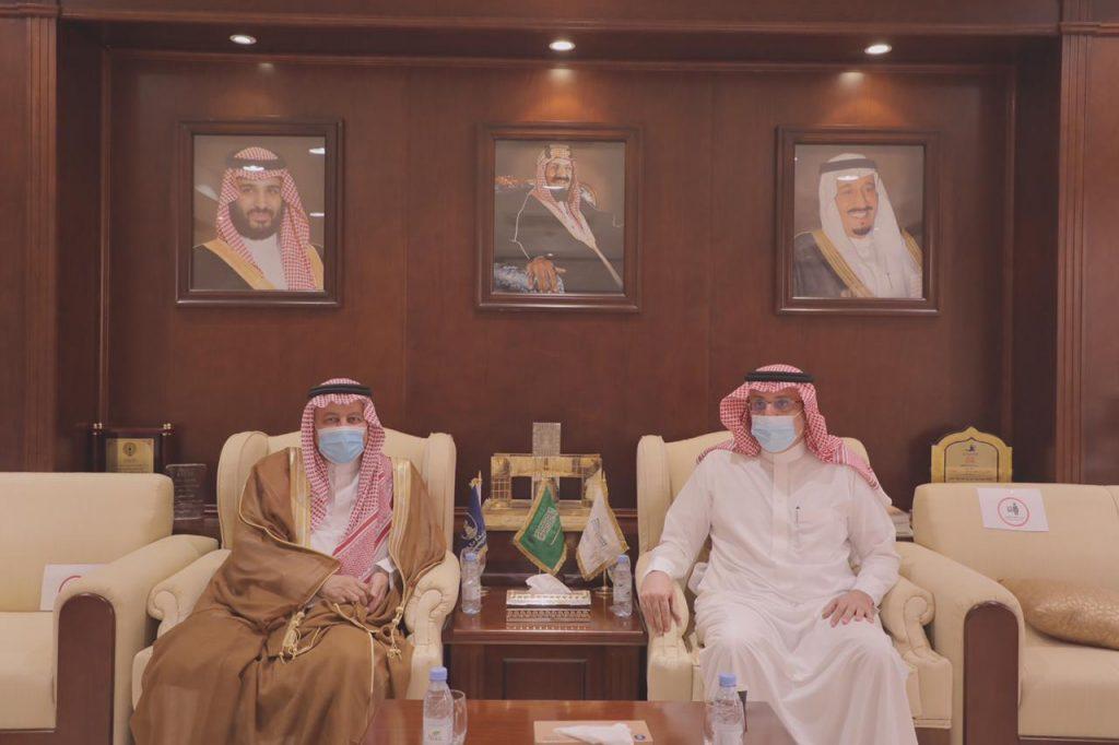 وكيل جامعة حائل للتطوير والأعمال يستقبل أمين عام جائزة الأميرة صيتة بنت عبد العزيز للتميز في العمل الاجتماعي