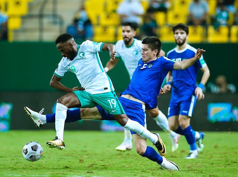 """بثلاثية ضد أوزبكستان.. """"الأخضر"""" يتأهل للتصفيات المؤهلة لكأس العالم 2022"""