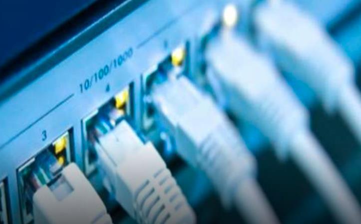 توقف الإنترنت في عدة مناطق ومدن إيرانية بينها طهران