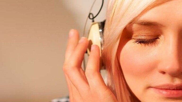 تكرار أغنية محددة في رأسك يحمل فائدة هامة للدماغ