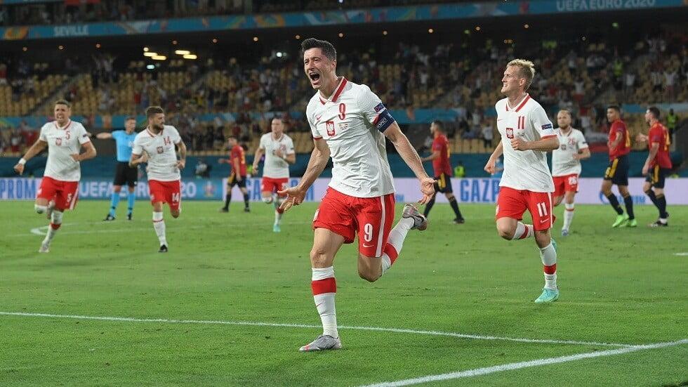 بولندا تفلت من الهزيمة أمام إسبانيا برأسية ليفاندوفسكي المتقنة