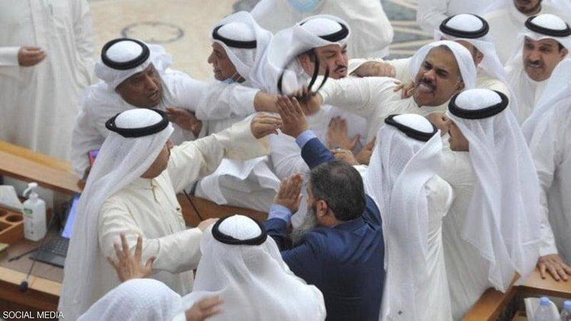 """""""معركة حامية"""" بين النواب في الكويت مع إقرار البرلمان للميزانية"""