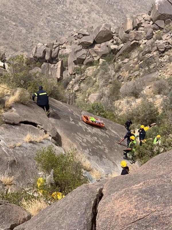 وفاة شابين سقطا من قمة جبلية وعرة بالباحة