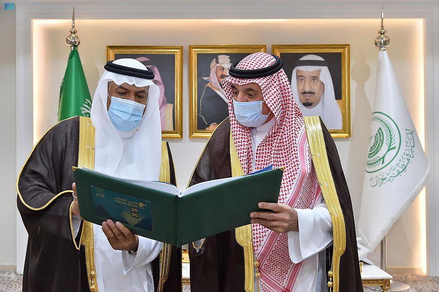 أمير منطقة نجران يستقبل رئيس الغرفة التجارية الصناعية بالمنطقة وأمينها العام