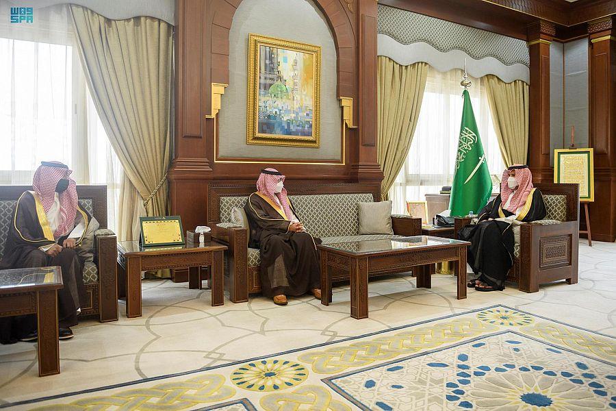 أمير المدينة المنورة يستقبل المشرف العام على الأمانة العامة للهيئة العليا للأمن الصناعي