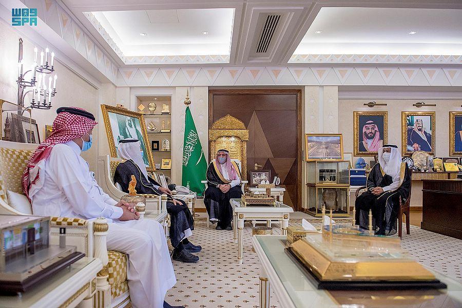 """الأمير فيصل بن مشعل يتسلّم تقريرًا عن حملة """"أرض القصيم خضراء"""""""