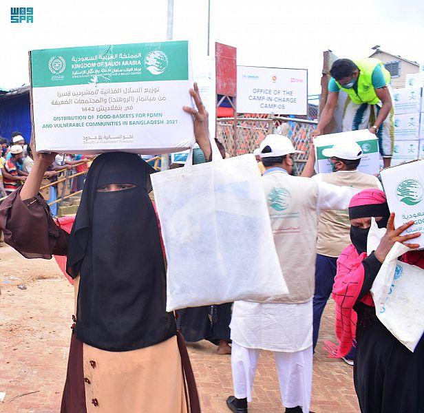 مركز الملك سلمان للإغاثة يوزع 5,000 ألف سلة غذائية للاجئين الروهينجا والأسر الأكثر احتياجا في بنغلاديش