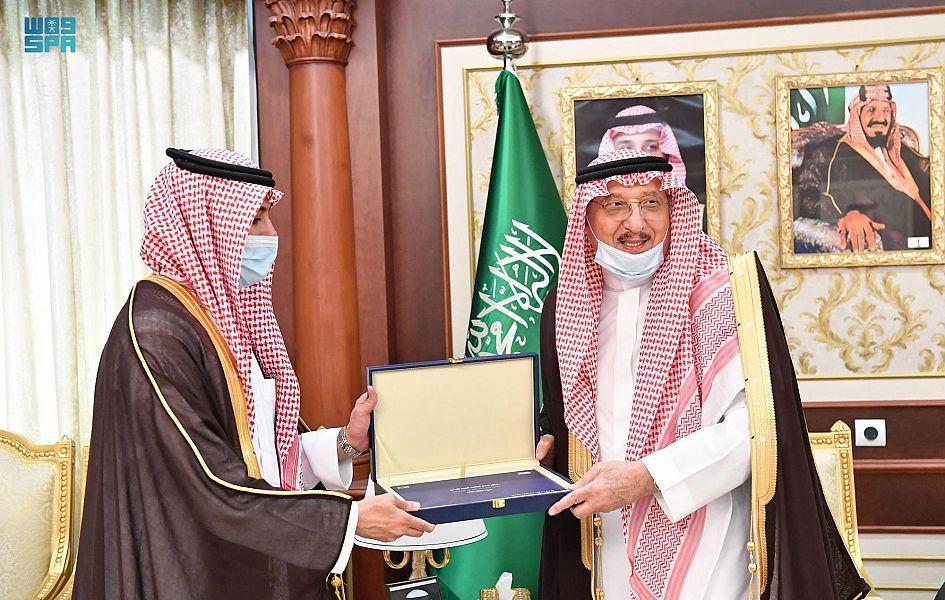 أمير جازان ونائبه يستقبلان مدير صندوق تنمية الموارد البشرية