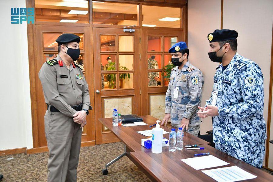 وكيل وزارة الداخلية للشؤون العسكرية يتفقد لجان القبول والتسجيل بكلية الملك فهد الأمنية