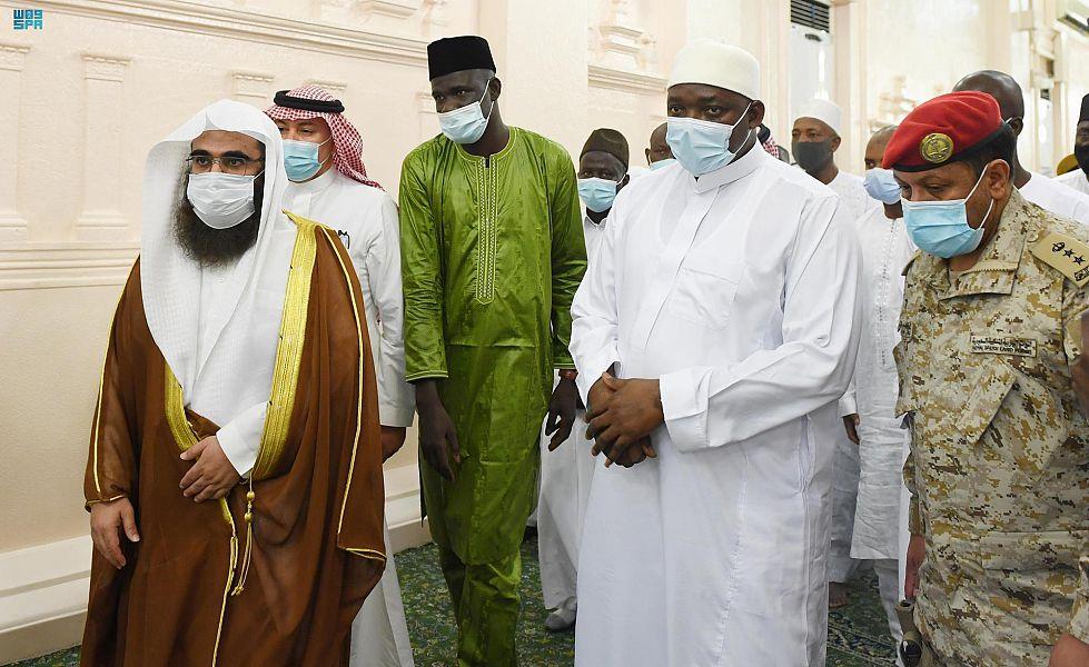 رئيس جمهورية جامبيا يُغادر المدينة المنورة