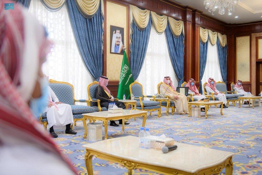 أمير المدينة المنورة يُكرّم أفراد الفرق الميدانية بمكافحة المخدرات بالمنطقة