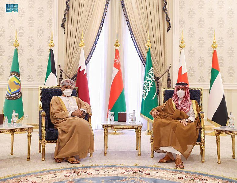 الأمير فيصل بن فرحان يلتقي وزير خارجية سلطنة عُمان