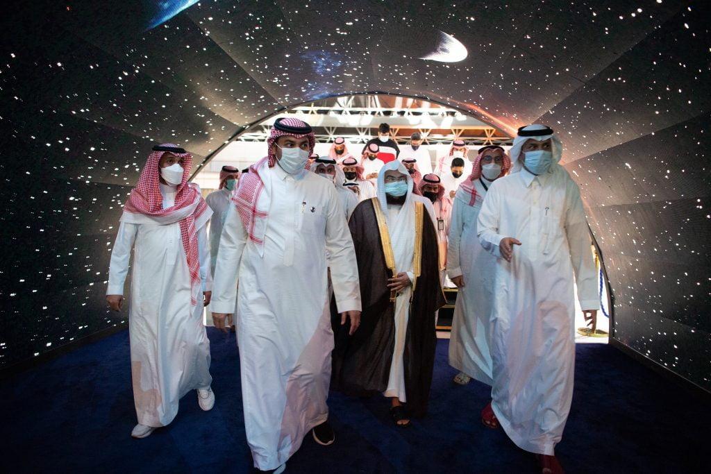  الرئيس العام لشؤون الحرمين يزور معرض مشروعات مكة الرقمي