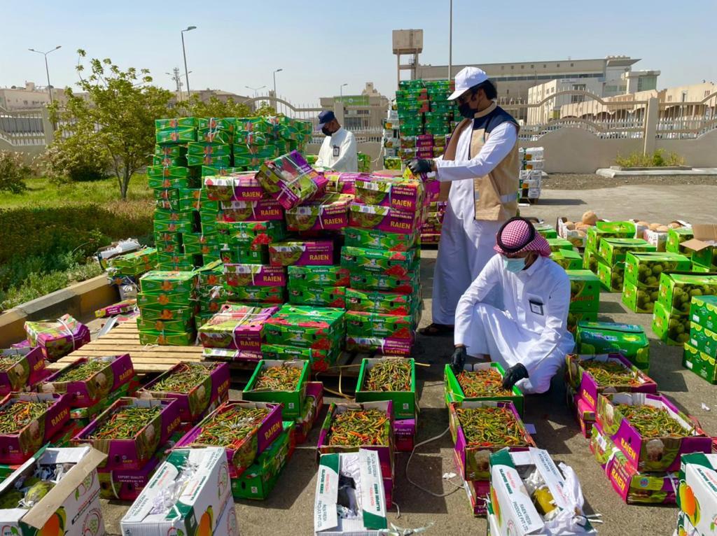أمانة الشرقية تضبط 7 أطنان من الفواكه المختلفة قبل توزيعها في سوق الخضار والفواكه المركزي بالدمام