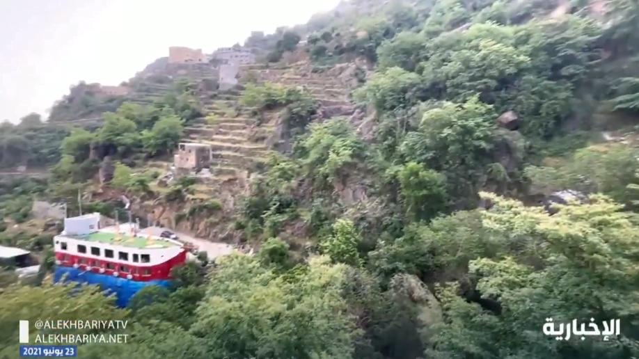 مشروع سياحي جديد.. منزل ريفي على شكل باخرة وسط جبال فيفاء يجذب الزوار والسياح