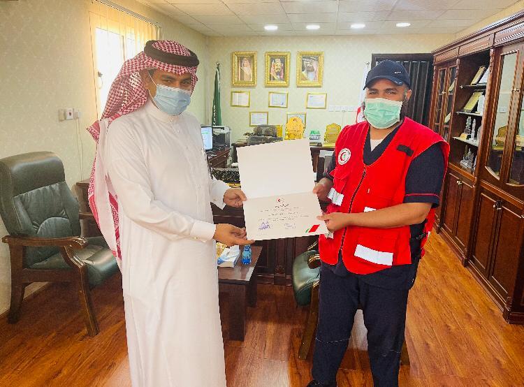 مدير هلال الجوف يكرم سفراء الحياة نيابة عن رئيس الهيئة