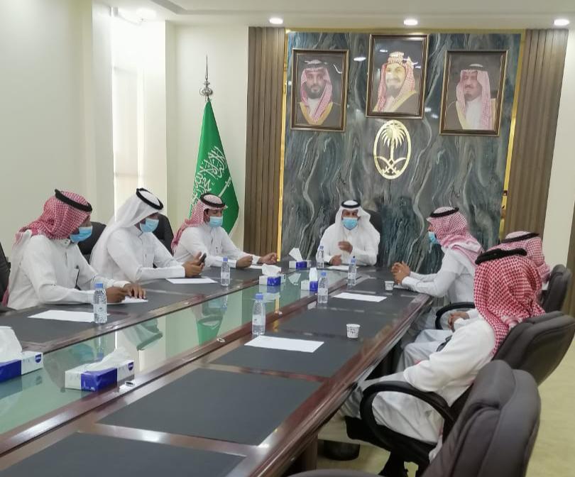 لجنة الاستثمار ببلدي الجوف تجتمع مع مختصين لمناقشة الفرص المتاحة