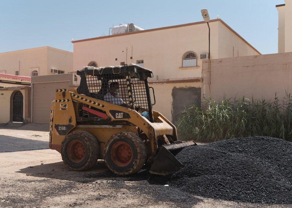 أمانة الجوف تنهي صيانة 24 ألف متر مربع من طرق وشوارع مدينة سكاكا